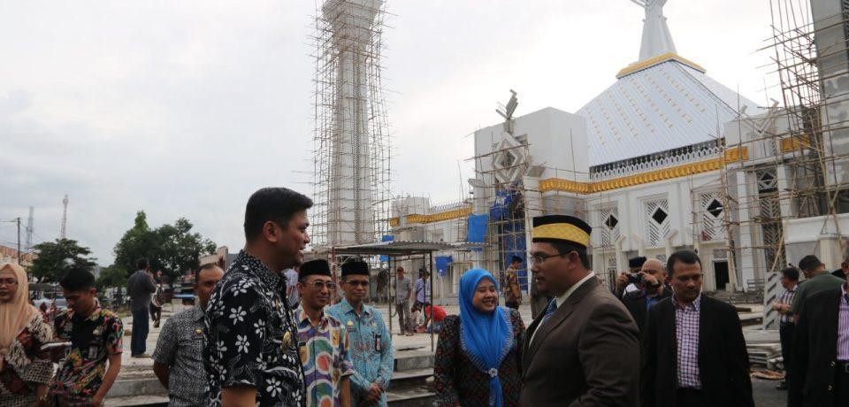 Kesultanan Hasanuddin Keturunan Raja Sakti Malaysia Serahkan Bantuan Masjid Agung Syekh Yusuf