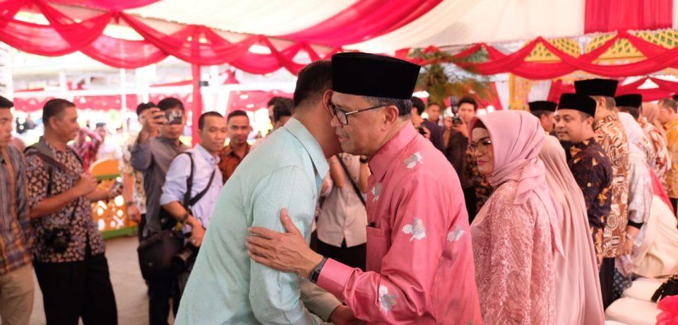 Adnan Boyong Muspida dan Camat Ke Rujab. Gubernur Sulsel