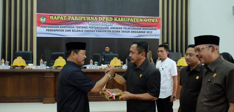 Pemkab Gowa Serahkan Ranperda Pertanggungjawaban APBD 2018