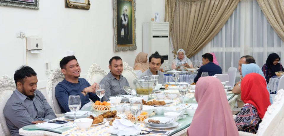Bupati Adnan Sambut Hangat Pemenang Vlog dan Narasi HJG di Makan Bersama