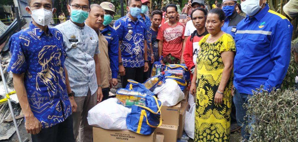 Pemkab Gowa Serahkan Bantuan Korban Kebakaran di Somba Opu