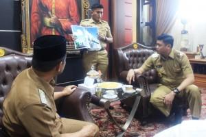 Audiens Pengurus Yayasan Mesjid Agung Syekh Yusuf