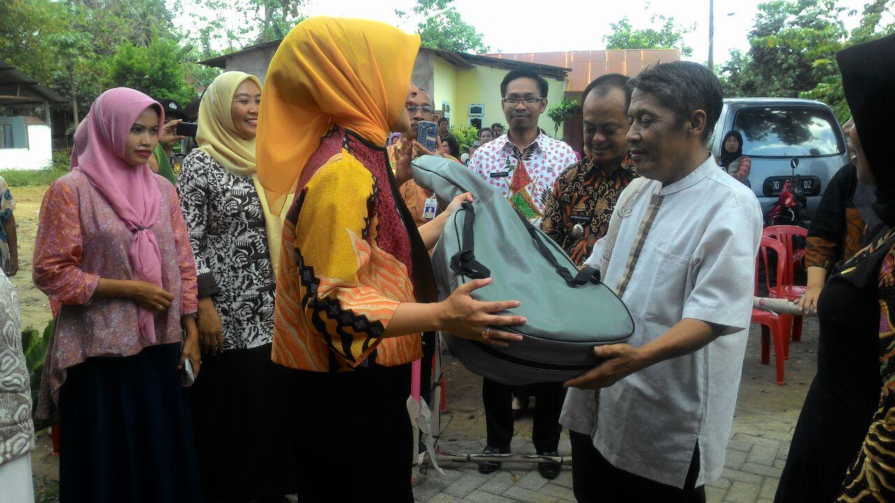 Bunda PAUD Serahkan Bantuan Alat Peraga di 8 Kecamatan