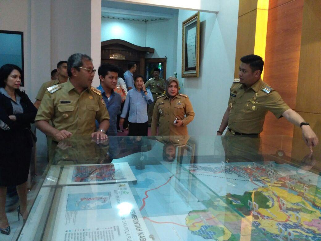 Adnan Undang Danny Bahas Desain Renovasi Masjid Syekh Yusuf