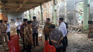 Gubernur Sumbang Masjid