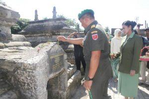 Pangdam Ziarah Makam Sultan Hasanuddin