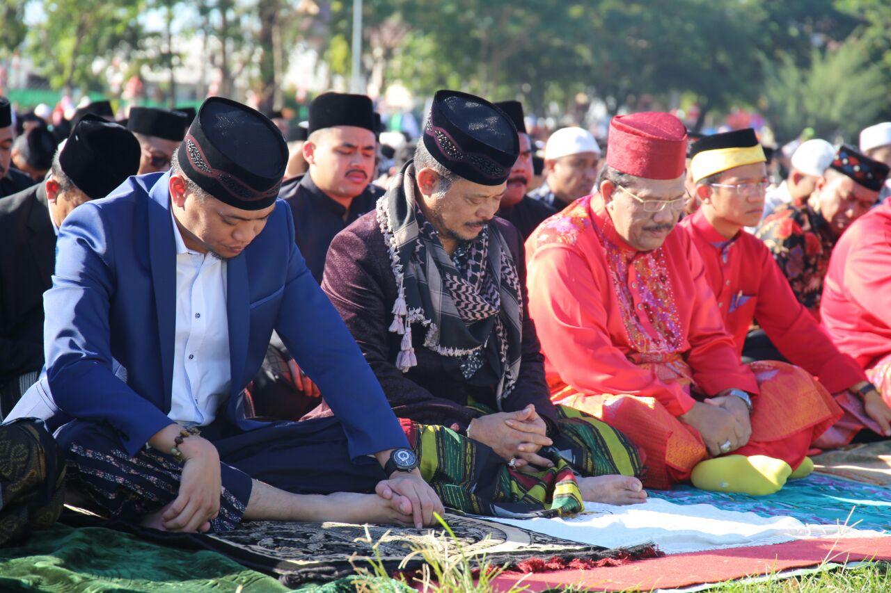 Gubernur dan Datu Kesultanan Hasanuddin Malaysia Sholat Ied Adha di Gowa