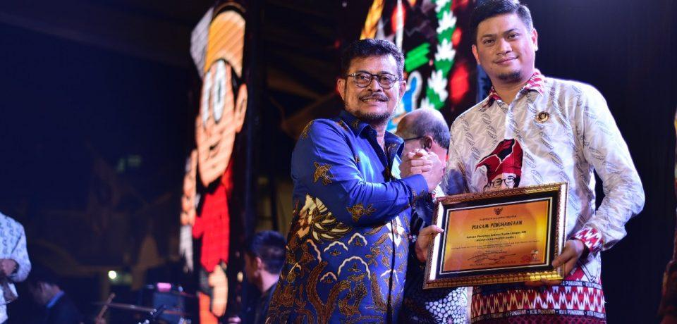 Adnan Raih Penghargaan atas Sumbangsinya Terhadap Pembangunan Sulsel