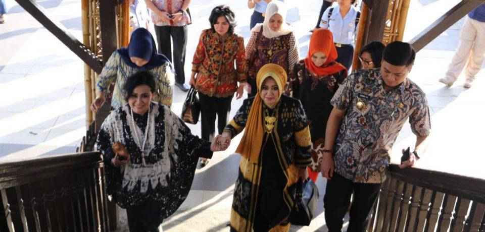 Bupati Terima Kunjungan Wisata Sejarah Istri Panglima TNI