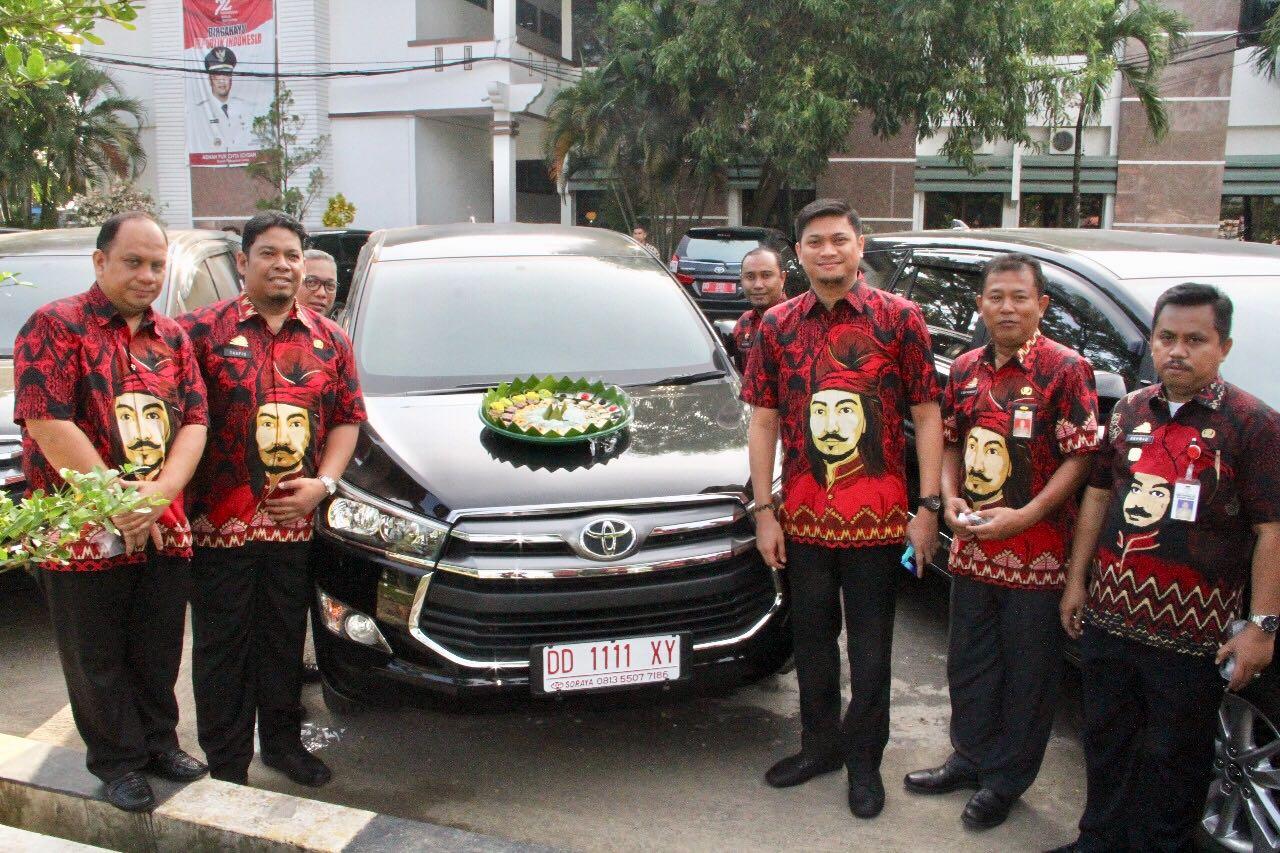 Bupati Serahkan Empat Unit Kendaraan Dinas