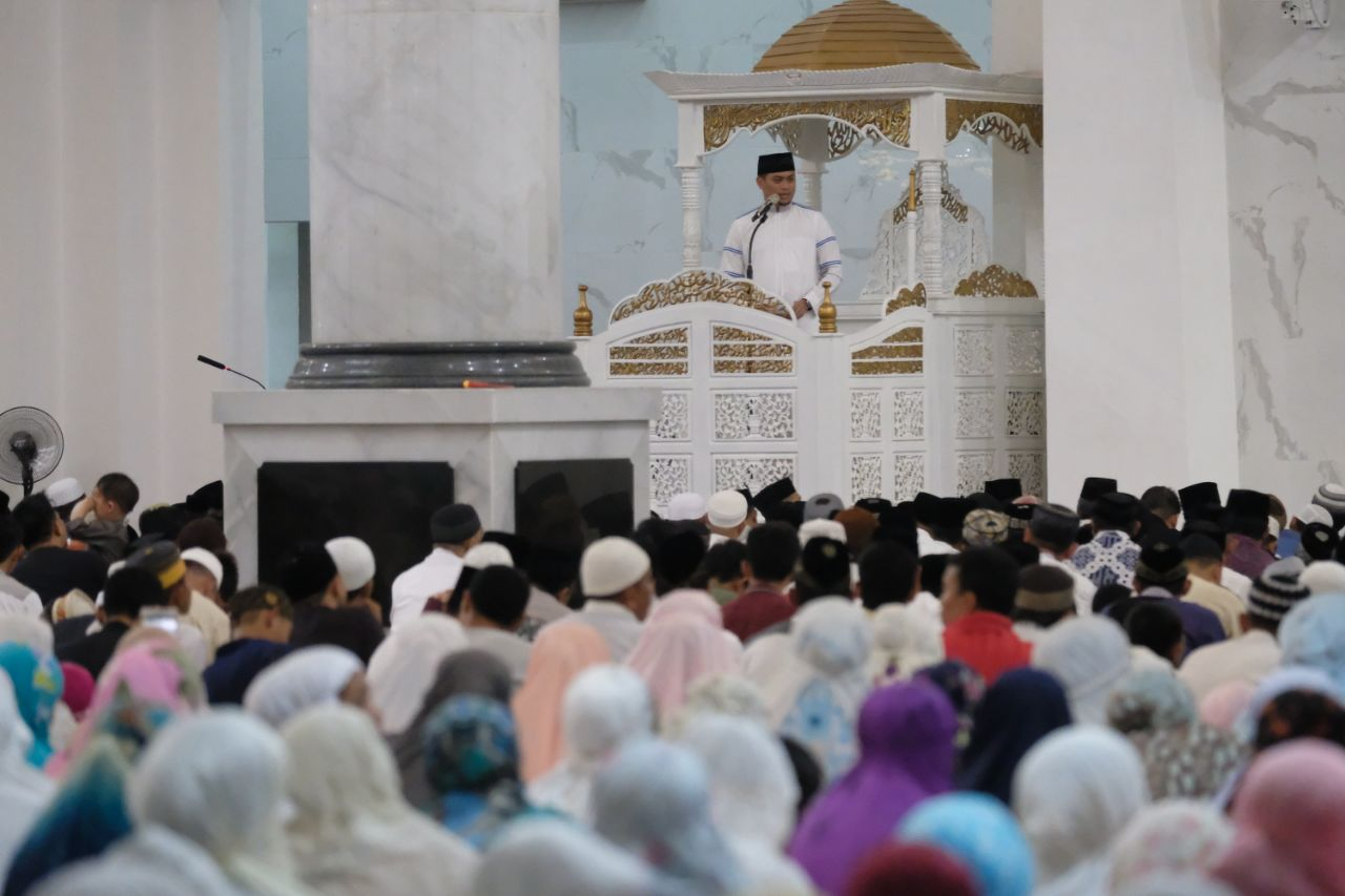 Masyarakat Gowa Padati Masjid Agung Syekh Yusuf untuk Tarawih Pertama