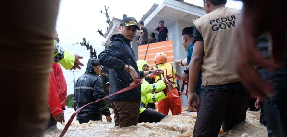 Bupati Gowa Turun Langsung Evakuasi Warga di Pallangga