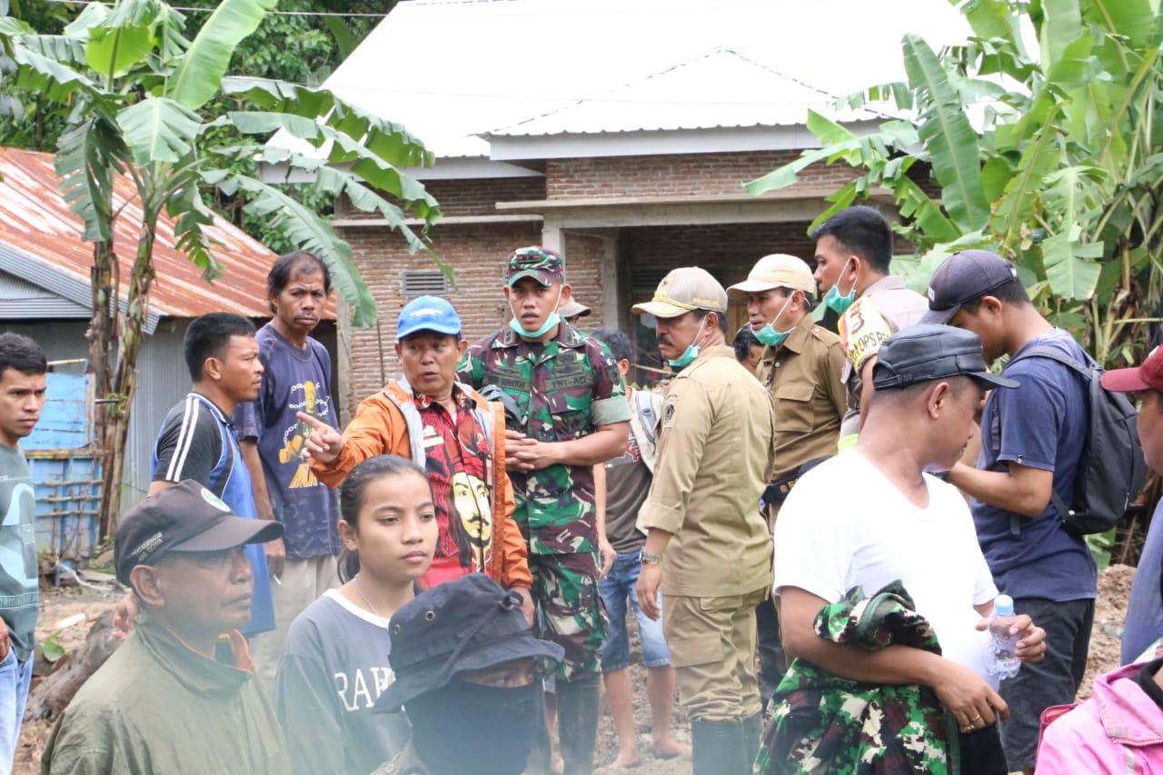 Adnan Kunjungi Korban Banjir, Abd Rauf Evakuasi Korban Longsor