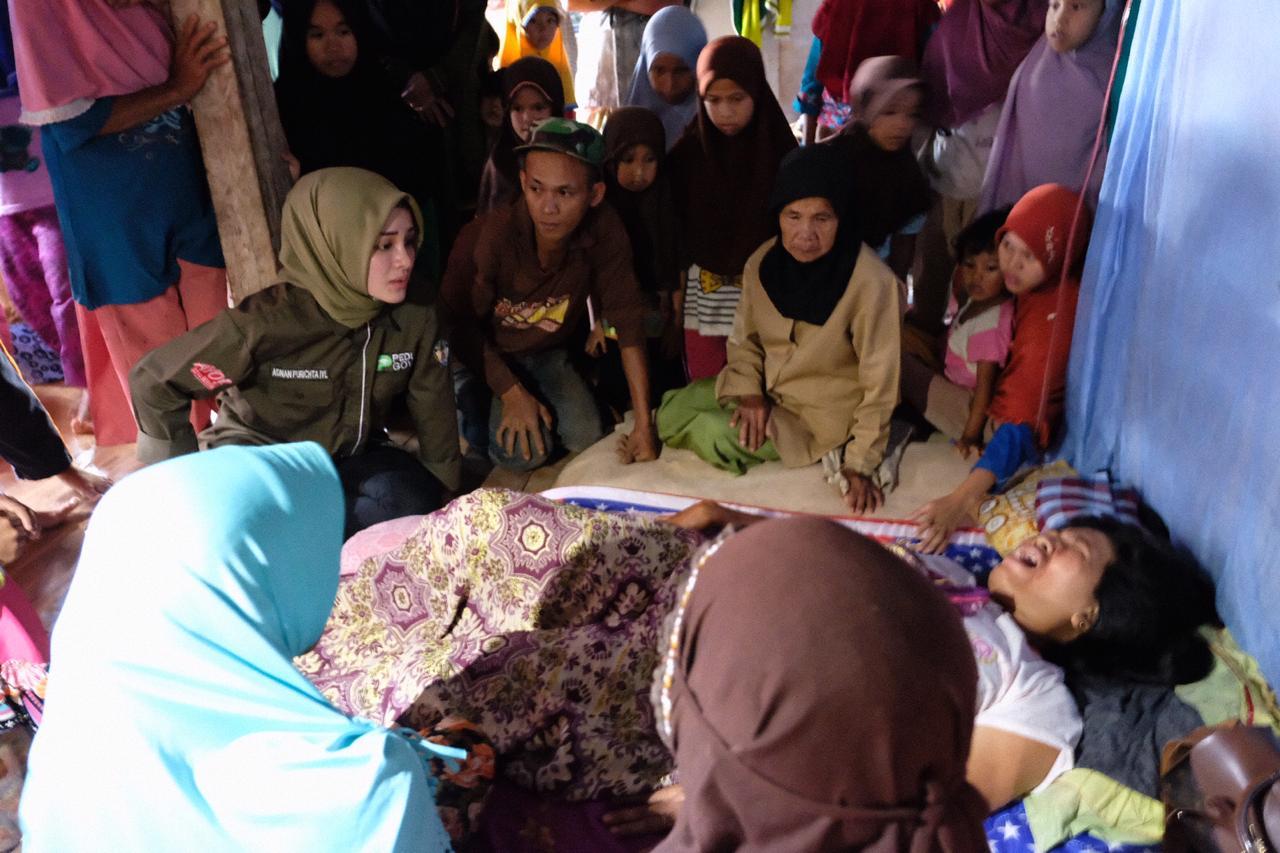 Priska Adnan Kembali Kunjungi Korban Longsor di Bungaya
