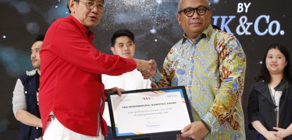 Bupati Adnan Terima Penghargaan MarksPlus, Inc