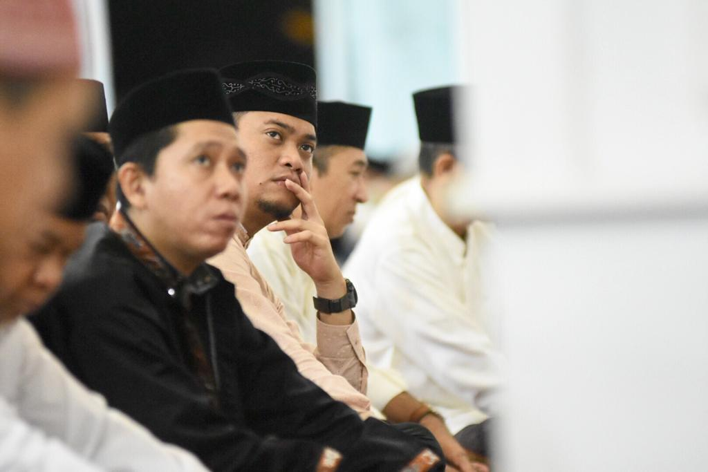Adnan-Kio Tarwih Pertama di Masjid Agung Syekh Yusuf