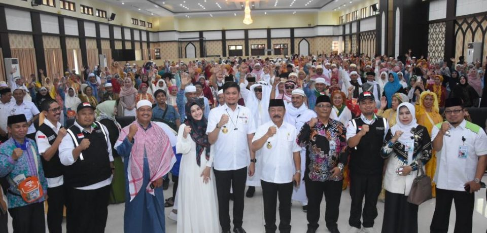 Bupati Adnan Terima Langsung 450 Jamaah Haji