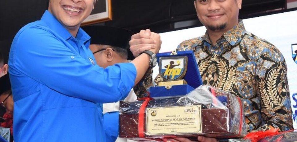 Bupati Gowa Raih Penghargaan Pemimpin Muda Pemersatu Pemuda