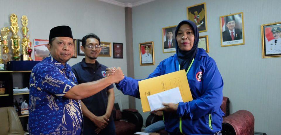 Bupati Adnan Berikan Uang Pembinaan Rp10 Juta ke Pemenang Kejuaraan Karate