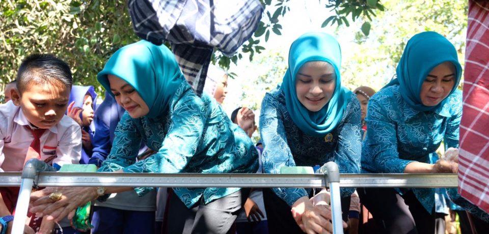 Priska Adnan Hadiri Peringatan Hari Cuci Tangan Sedunia di SDI Pattalassang