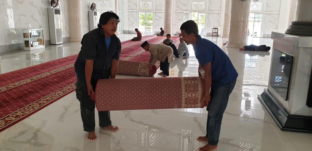 Cegah Penyebaran Virus Corona, Pengurus Sterilkan Masjid Agung Syekh Yusuf Gowa