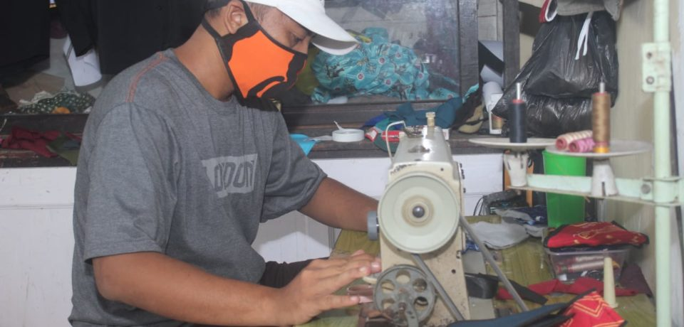 Bupati Adnan Ajak Warga Gunakan Masker Kain dari Pengrajin Lokal