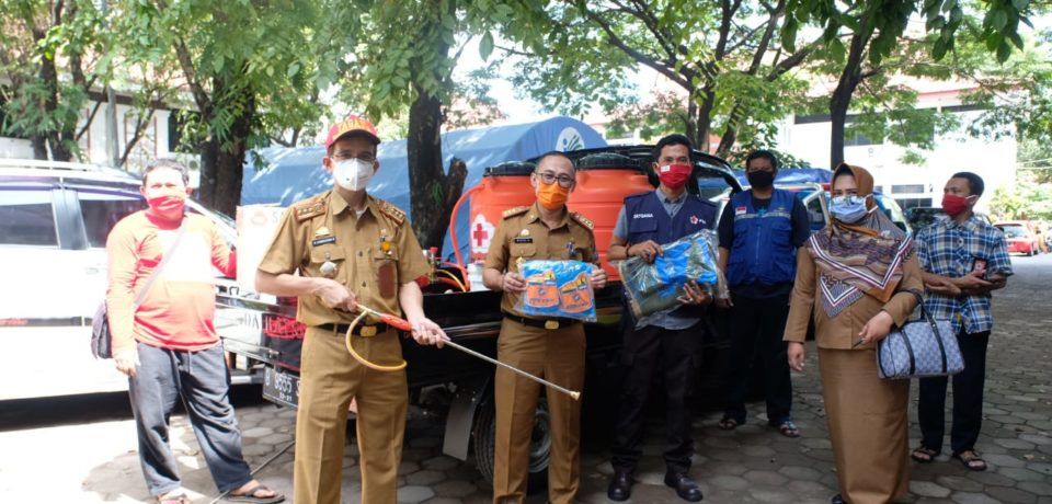 PMI Sulsel Serahkan Bantuan Penanganan Covid-19 di Gowa
