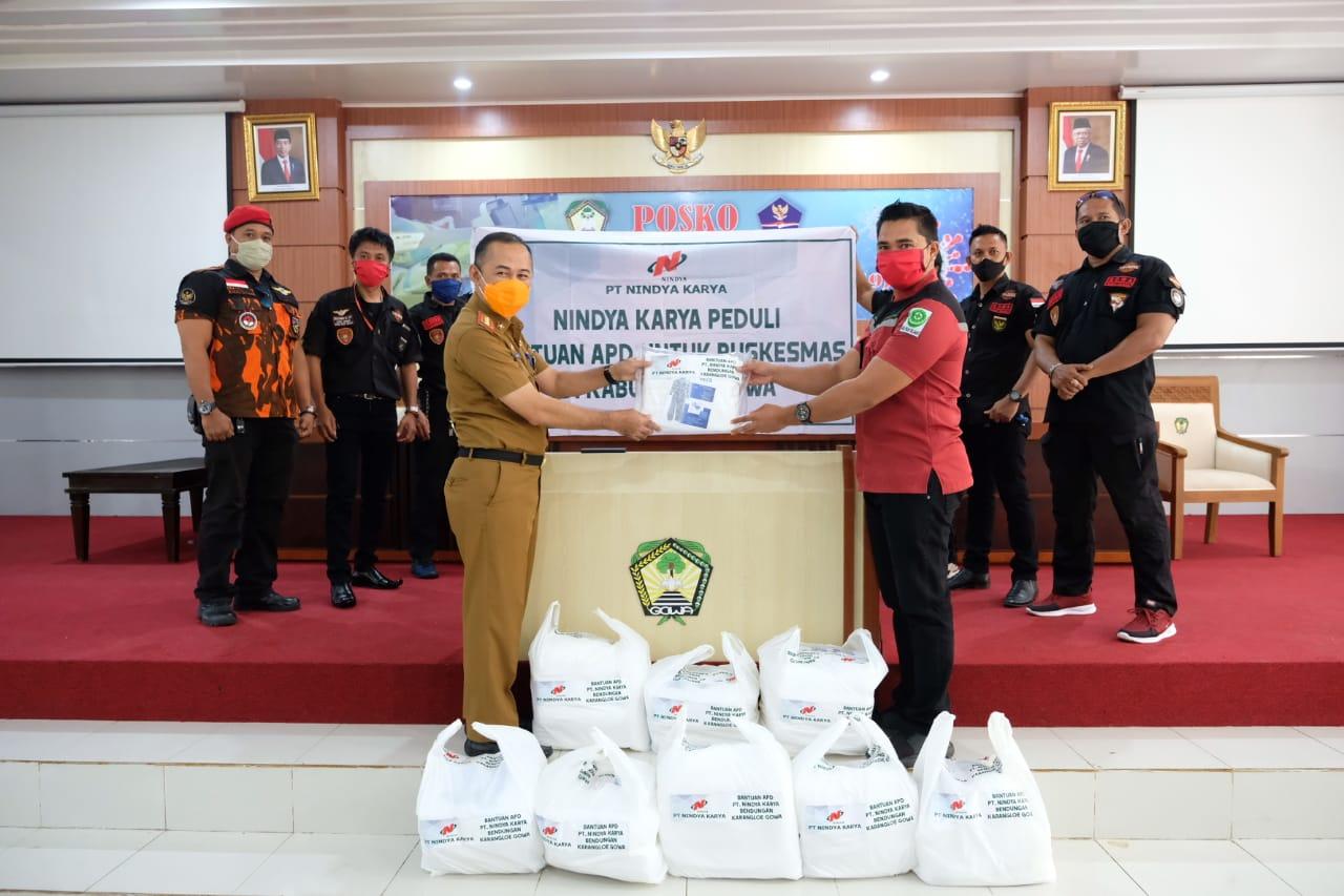 Sekda Gowa Terima Bantuan APD dari PT Nindya Karya