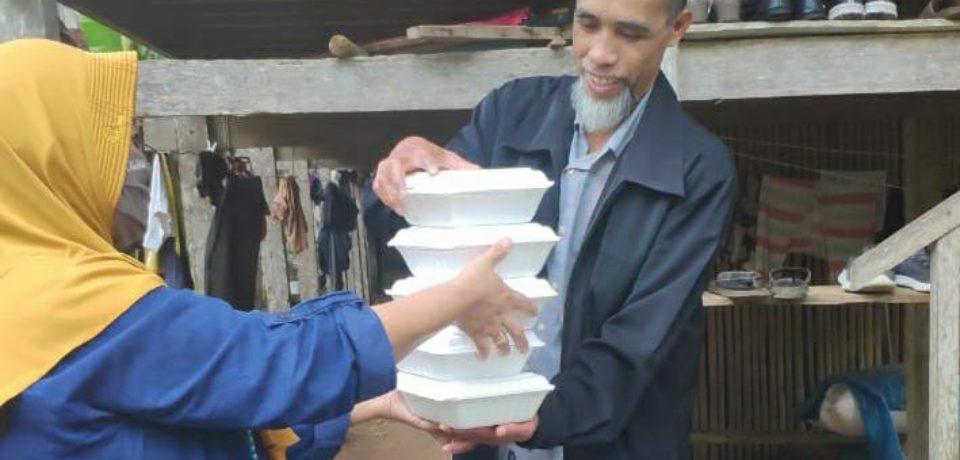 Dapur Umum Kecamatan Tompbolopao Siapkan Makanan Buka dan Sahur