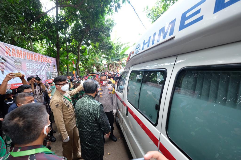 Gubernur Sulsel Serahkan Bantuan Ambulance ke Pemkab Gowa