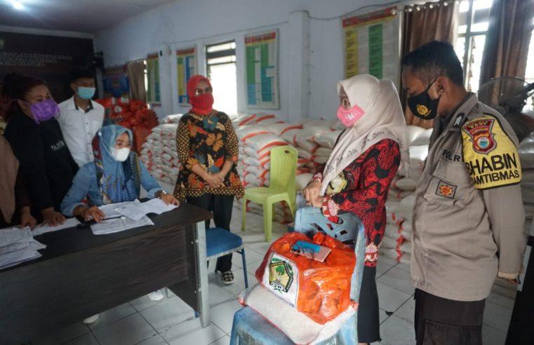 Pj Sekda Gowa Memantau Penyaluran JPS di Desa Bontoala