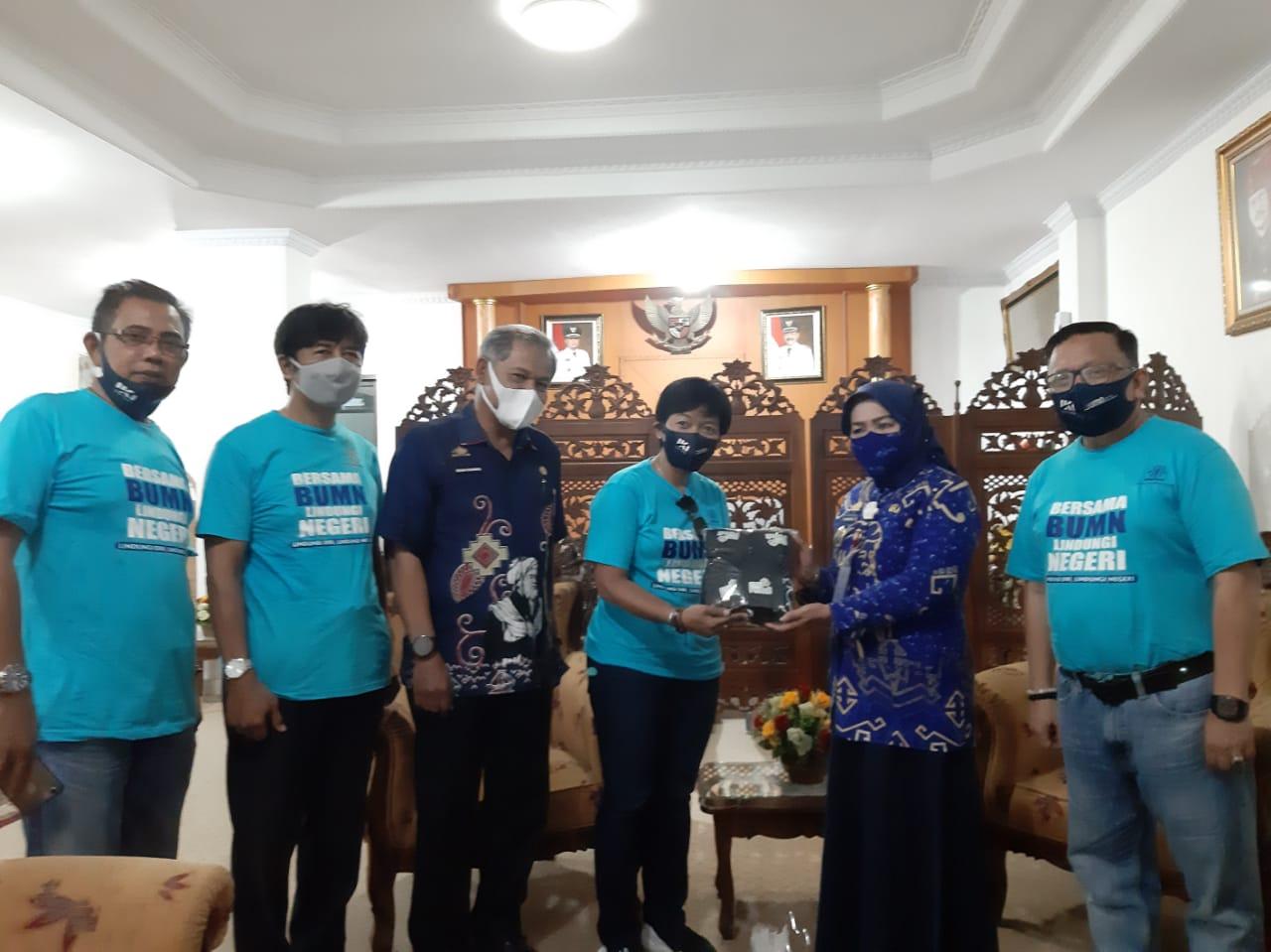 Pj Sekkab Gowa Terima Bantuan 1500 Pcs Masker Dari PT IKI