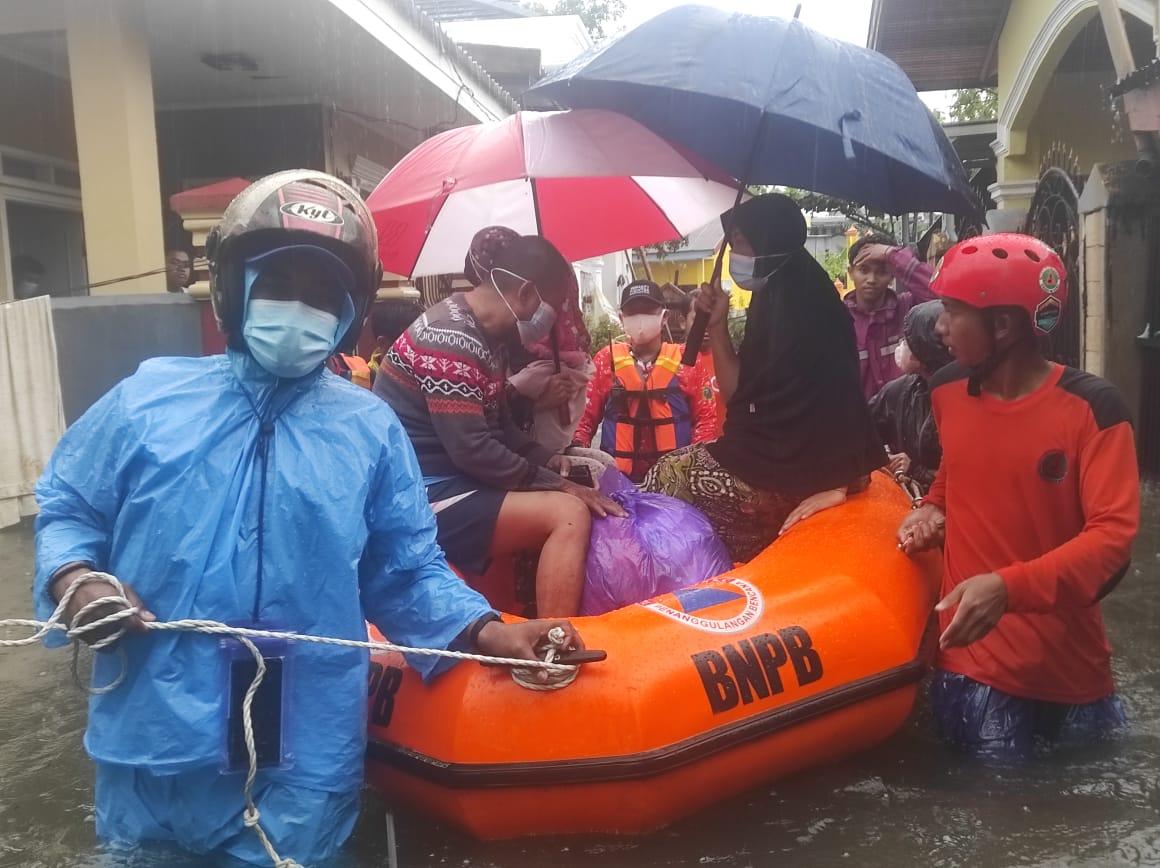 BPBD Gowa Evakuasi 16 Orang Terdampak Banjir di Somba Opu