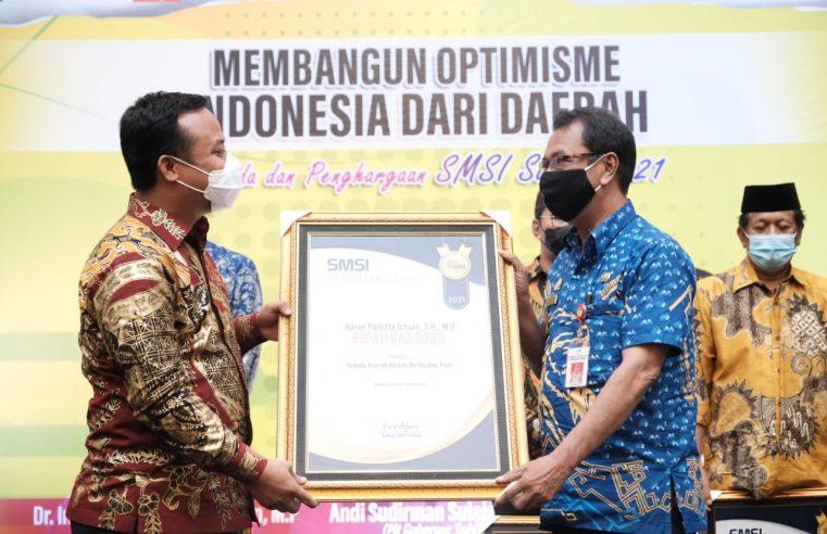 Bupati Gowa Terima Penghargaan Kepala Daerah Peduli Pers dari SMSI Sulsel