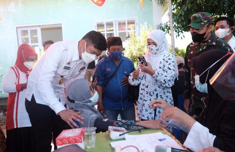 Tinjau Vaksinasi Massal, Bupati Adnan Target 1000 Warga di Vaksin Setiap Kecamatan