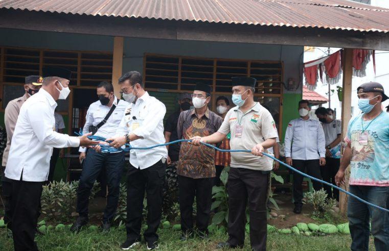 Mentan RI Serahkan Sapi Kurban ke Pengurus Masjid Agung Syekh Yusuf Gowa
